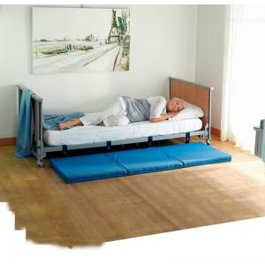 Pour les malades confus ou désorientés, le lit Alzheimer permet de prévenir les chutes en se baissant jusqu'à 10 cm au dessus du sol.